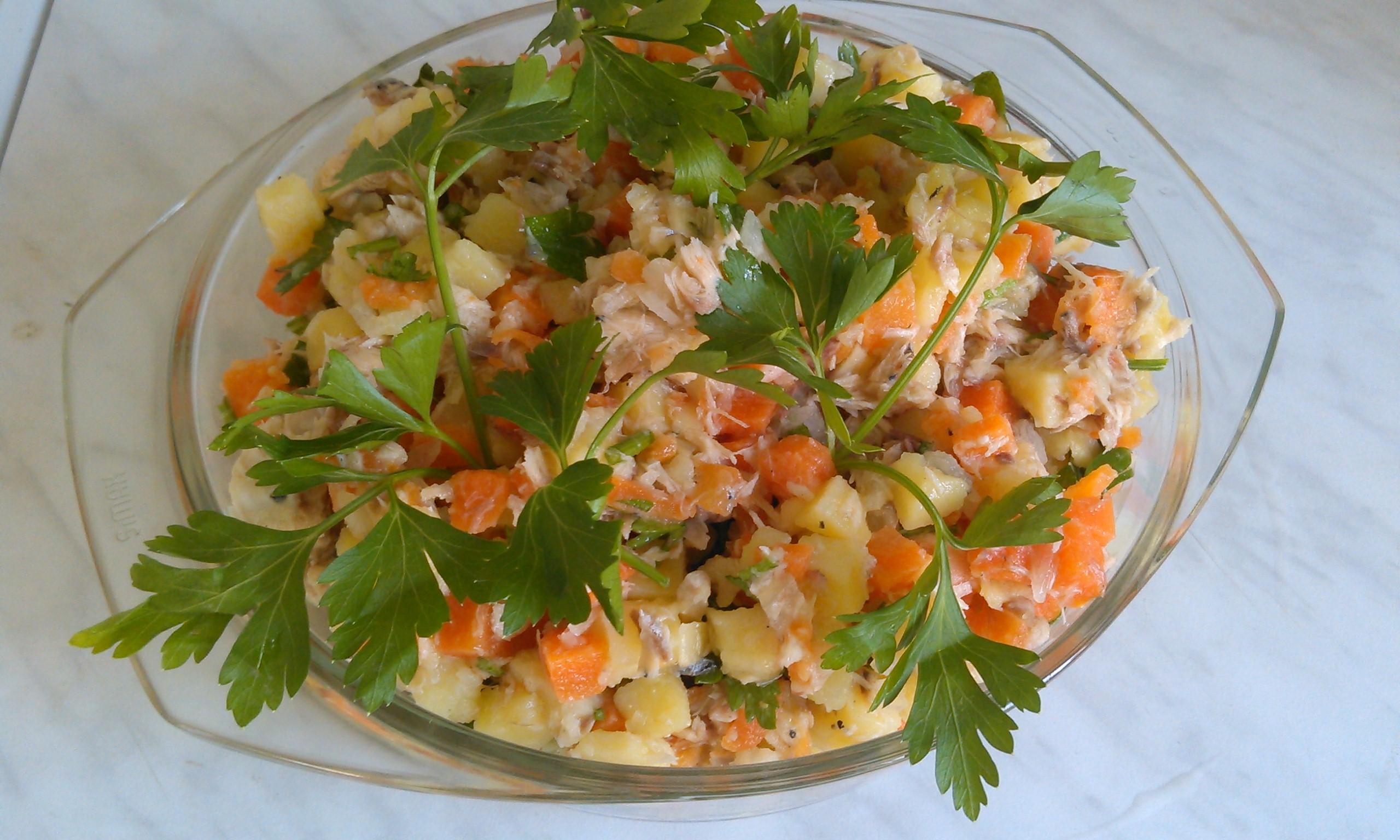 Современные рецепты позволяют использовать для приготовления таких блюд практически любые виды рыбных продуктов: консервы, вареную, копченую, соленую, маринованную и даже сырую рыбу.